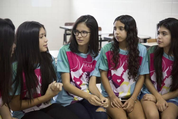 Levantamento mostra que meninas são melhores do que meninos na resolução de problemas