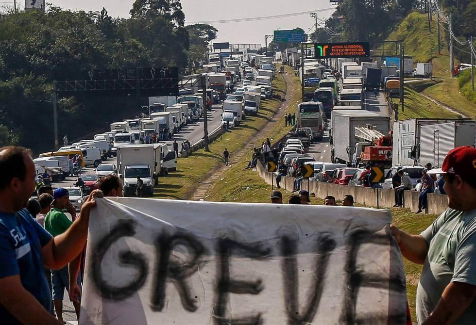 Universidades e redes públicas de ensino paralisam atividades em função da greve dos caminhoneiros