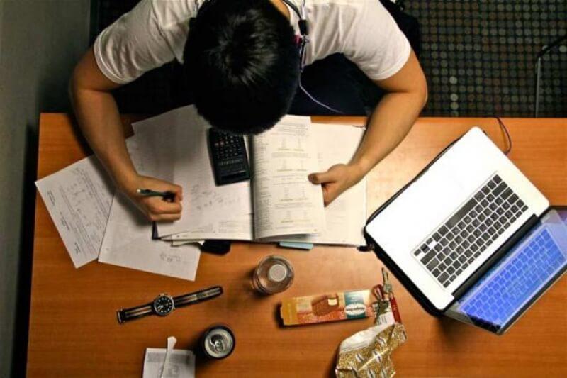 Saiba como estudar para o vestibular por conta própria