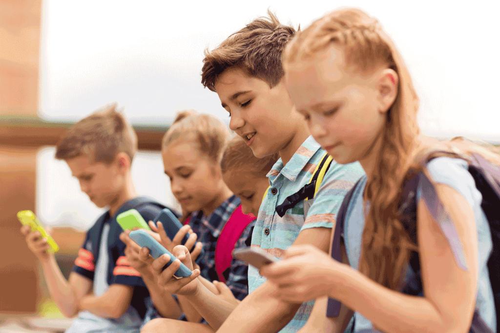 Tempo de tela pode causar depressão e ansiedade em crianças e adolescentes