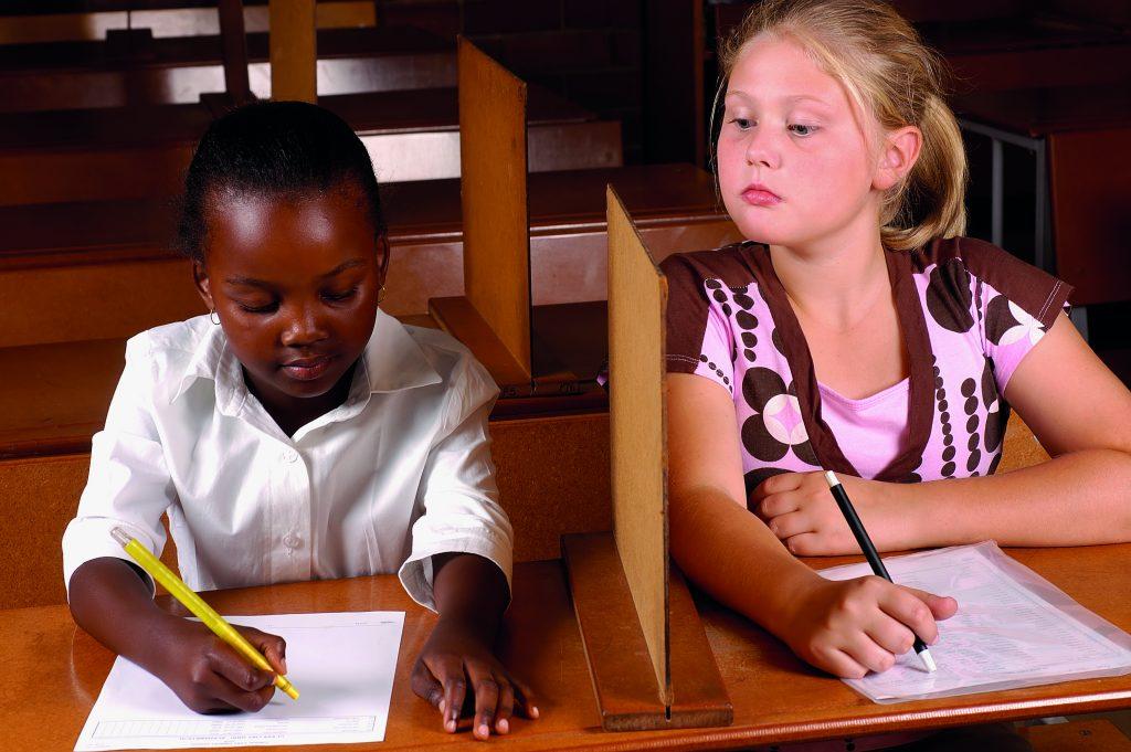 Conheça algumas trapaças engenhosas que alunos pensaram para colar nos testes