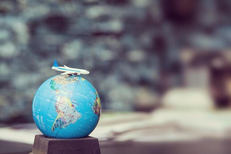 Confira algumas formas de estudar no exterior durante as férias