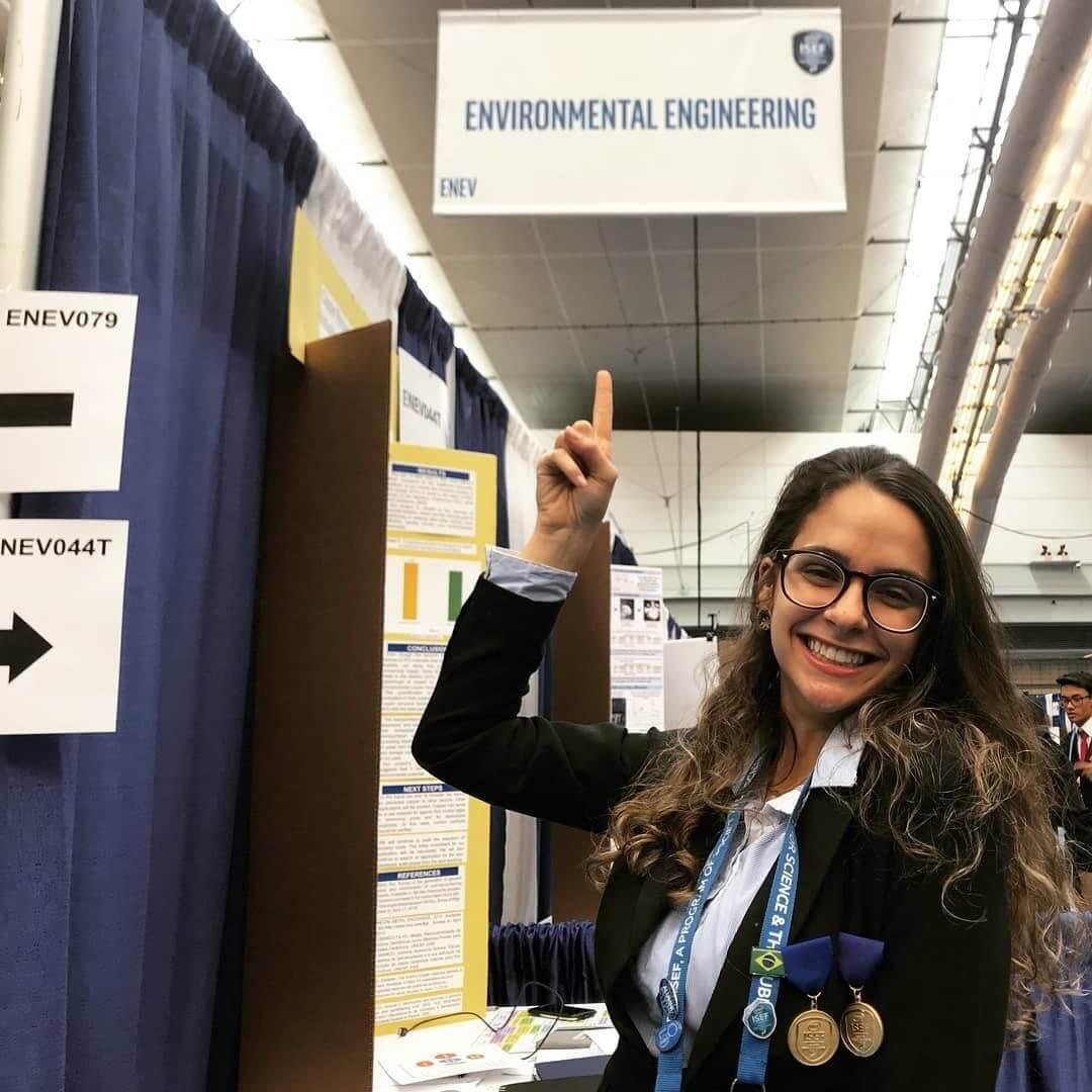 Brasileira ganha prêmio principal em feira de ciências internacional