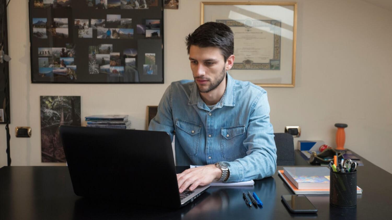 Programa oferece 2,5 mil bolsas em cursos online de tecnologia