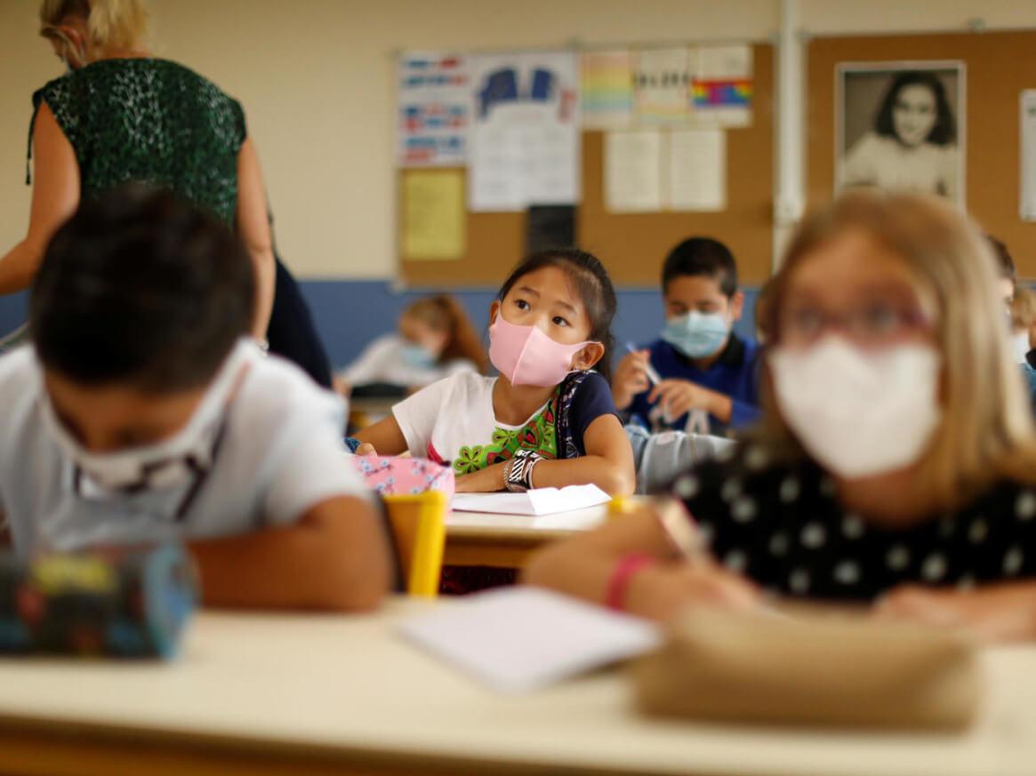França volta a fechar escolas por casos de Covid-19 depois de retomada
