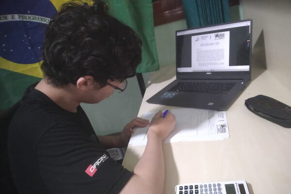 Brasileiro vence Olímpiada Latino-Americana de Astronomia e Astronáutica 2020